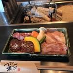 104722901 - 豚ロース・ホエー豚のトントロ・漬け込み牛ハラミ・鶏セセリ・焼き野菜