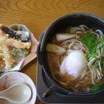 濱町 八王子松木店 - 鍋焼きうどんと天ぷらのセット