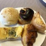 クレセント - ゴマ、ずんだ、チーズ、たこ焼き、チーズウインナー