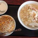大連食府 - 料理写真:2019年3月 鶏肉とネギの細切り刀削麺+半チャーハン(日替ランチD) 800円