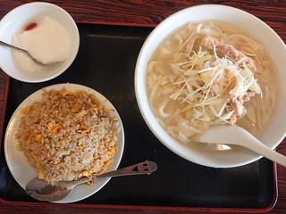 大連食府 - 2019年3月 鶏肉とネギの細切り刀削麺+半チャーハン(日替ランチD) 800円