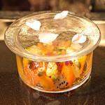 祇園 呂色 - 柑橘 五味 呂色  上に桜の花が