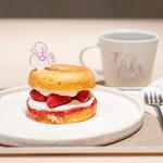 koe donuts - ドーナツメルト ストロベリー、コーヒー