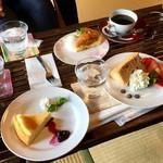 珈琲さとう - ベイクドチーズケーキとアップルタタン風ケーキと桜のシフォンケーキ