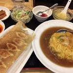 104741025 - セットで来ちゃった天津丼と餃子 1150円                       お腹も心も満足する内容