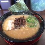 豚骨ラーメン 有頂天 - 料理写真:豚骨醤油ラーメン ¥700(税込)