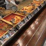 丸亀製麺 - 揚げ物系が並びます!