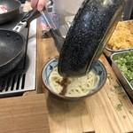 丸亀製麺 - 焼きたての牛すきを乗せちゃいまーす♪