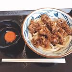 丸亀製麺 - 牛すき釜玉うどん全景〜♪