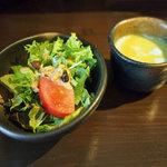 カフェ オフツェ - ランチのサラダとカップスーップ