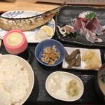 104747148 - 焼魚と刺身定食(900円)