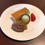 フレンチブルドッグ - ランチデザート、キャラメルケーキ