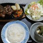 レストラン こぐま - サフォークステーキは「肉」だけでなく、「セット」で出されますよ。
