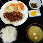 次郎長寿司 - 「トンカツ定食」。下手なトンカツ屋のよりよっぽどうまい。600円で提供するところもスゴイ。