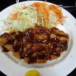 次郎長寿司 - トンカツのアップ画像。肉厚です。売り切れる事もあります。