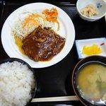 次郎長寿司 - 「ハンバーグ定食」。時にはこんなのも日替わりです。とても寿司屋には思えませんが・・・。