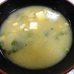 次郎長寿司 - 鯛などのアラの出汁がきいた味噌汁。これがたまりません!!