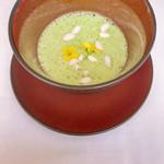 レストラン ペタル ドゥ サクラ - 緑黄色野菜のポタージュ 底に入ったナツメと       浮き身のポン菓子の甘さが 絶妙でした!