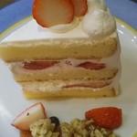 アンドウッドカフェ - イチゴショートケーキ