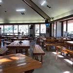 山のレストラン 緑の森 - 店内。