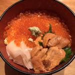 花ぶさ - 二色丼 ‥2,200円(味噌汁付き)