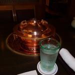 しゃぶ禅 -  しゃぶしゃぶの鍋と、冷水です。