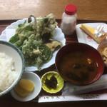 寿恵広食堂 - 山菜天ぷら定食