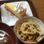 寿恵広食堂 - 小鉢のレンコンの酢煮とデザートのチーズタルト
