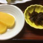 寿恵広食堂 - たくあんと山菜味噌