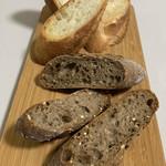 レフィーユ ブティック - バケットと雑穀パンをトーストしました