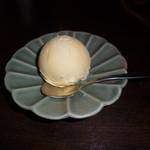 しゃぶ禅 -  食後のバニラアイスクリームです。和三盆ジェラートと違って濃厚でやさしい甘さでした。