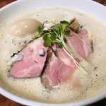 麺飯食堂 三羽鴉 - 鶏豚骨ラーメン(醤油)♪ 790円
