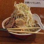 自家製太麺 ドカ盛 マッチョ - 普通盛り、野菜マシです。