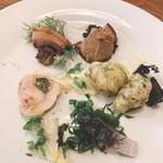 104781557 - 前菜盛り合わせ  手前から時計回りに  イタリア風〆鯖、チキンロール、猪のポルケッタ、鶏レバーペースト ライ麦のバゲット添え、ゼッポリーニ