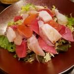 地酒炭焼肴や - 海鮮サラダ