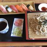 うどん工房 福善 - 料理写真:日曜日の寿司600円と盛りそば600円税込み