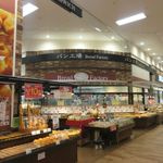 パン工場 - お店はイオンモール福岡伊都の一階にあります。