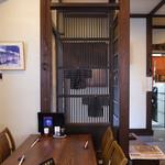 かん吉 - こじんまりとした店内は温かい雰囲気