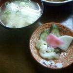 ほめ かぱか - おでん定食(漬物・味噌汁)