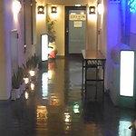 10481573 - ホテルのエレベータ2Fで降りるとお店があります。