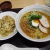 一作 - 料理写真:一作ラーメンと半チャーハン830円(外税)