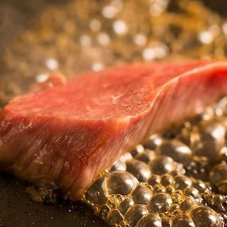 旨味たっぷりの国産黒毛和牛は、お好みの焼き加減でご提供