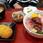話食処しん - 本日の目玉ランチ海鮮5色丼1600円くらいだったかな。