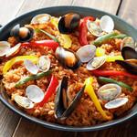 神戸クック・ワールドビュッフェ -  『パエリア』 ムール貝やあさり、パプリカ等をたっぷり盛り込んだ人気料理です♪