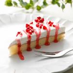 神戸クック・ワールドビュッフェ - 『ショートケーキ』 香り豊かなラズベリーソースが可愛い春色のケーキです☆