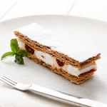 神戸クック・ワールドビュッフェ - 『いちごのミルフィーユ』 サクサクのパイ生地で甘さ控えめのクリームといちごソースをサンドしました!