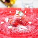 リストランテ・イ・ルンガ - 苺のムース 小豆 ヨーグルト