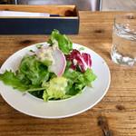 エスデミック カフェ - スープランチのサラダ