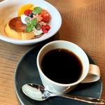 104854856 - プリンアラモード(税別680円)/ コーヒー(税別680円)