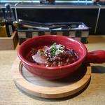 鉄板串 燻製 MOKU - 自家製デミグラスソースで煮込んだハンバーグ